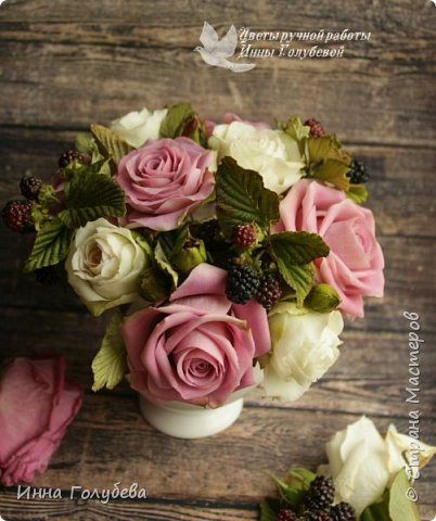 Композиция из роз и ежевики. Холодный фарфор. фото 3
