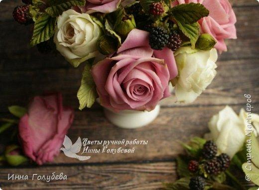 Композиция из роз и ежевики. Холодный фарфор. фото 9