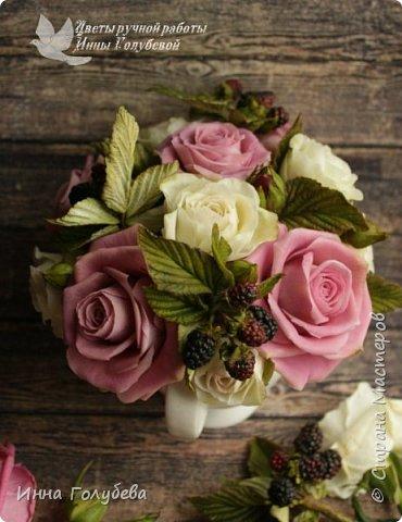Композиция из роз и ежевики. Холодный фарфор. фото 6