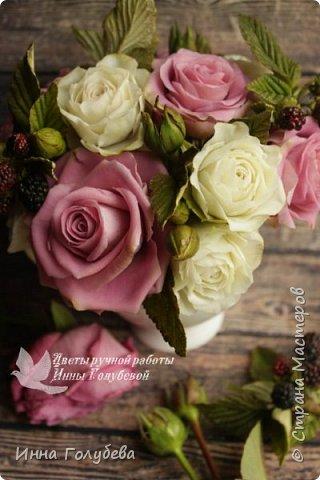 Композиция из роз и ежевики. Холодный фарфор. фото 7