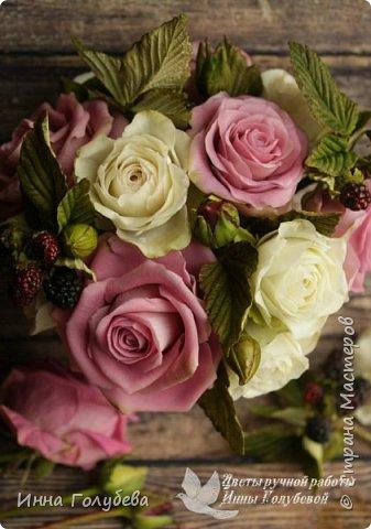 Композиция из роз и ежевики. Холодный фарфор. фото 5