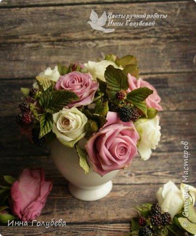 Композиция из роз и ежевики. Холодный фарфор. фото 4