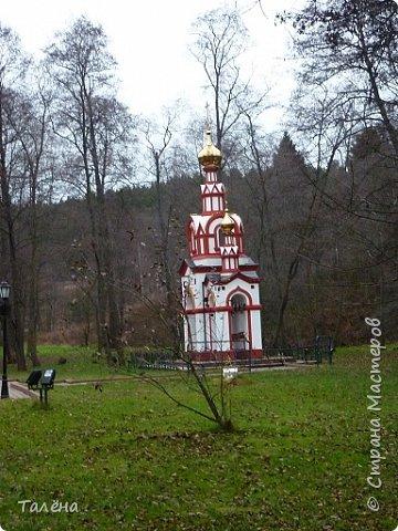 Село Талеж находится в Чеховском районе Московской области. При въезде в Талеж, со стороны с. Мелихово, от основной дороги отходит асфальтированная дорога, ведущая на автомобильную площадку. Далее пешком и мы видим..  фото 11
