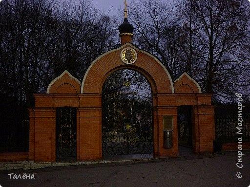 Село Талеж находится в Чеховском районе Московской области. При въезде в Талеж, со стороны с. Мелихово, от основной дороги отходит асфальтированная дорога, ведущая на автомобильную площадку. Далее пешком и мы видим..  фото 2