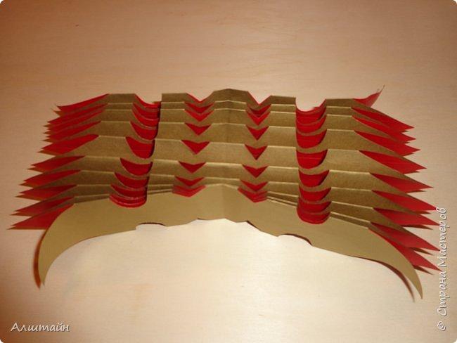Праздничные украшения 3D из бумаги фото 25
