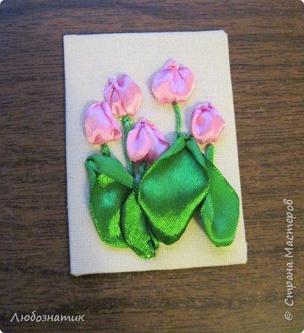 """Всем большущий привет и доброе утро! Представляю вам очередную серию АТС карточек """"Весенние цветы"""". Техника вышивка на ткани. Использовала ленточки  шириной 6 мм, 12 мм, пряжу и мулине. Приглашаю к выбору: Нелча (Неля), Элайджа, Маша Соколовская,  p_olya71 (Ольга) и Наташа орлова фото 17"""