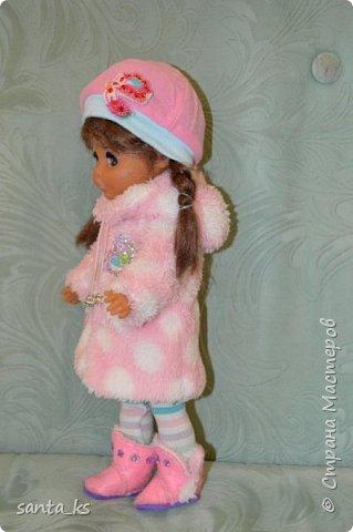 Здравствуйте мастера и мастерицы! Знакомьтесь-это куколка моего детства Настенька. Долго она пролежала в коробке на антресоли... и вот решила ее достать и отдать дочке.А чтобы понравиться новой хозяйке нужно было обновить гардероб. Платье сшито из сарафанчика дочки, который стал ей мал Туфельки из фетра. фото 8