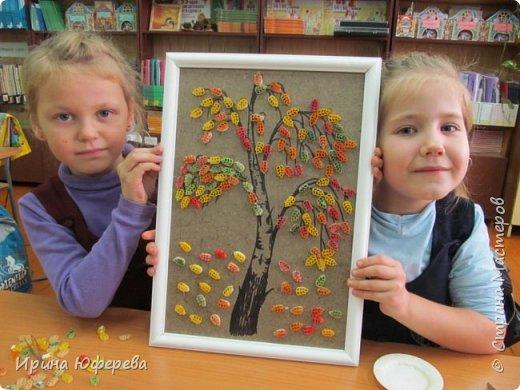 Осень - прекрасное время года. Хочется всегда его чем-то отметить. Представляем наши работы... Конечно, рамочки делала сама и ствол нарисовала. фото 12