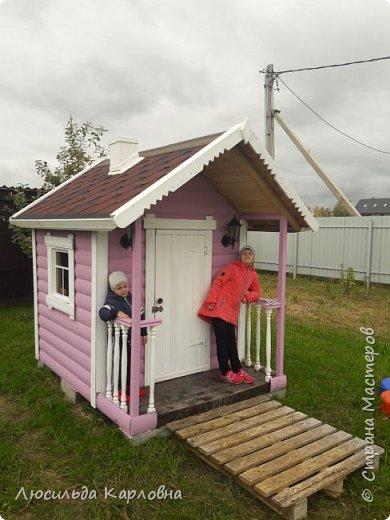 Дедушка построил домик для внуков  фото 2