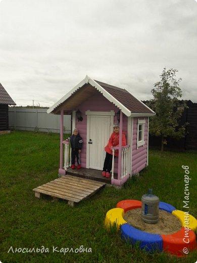 Дедушка построил домик для внуков  фото 1