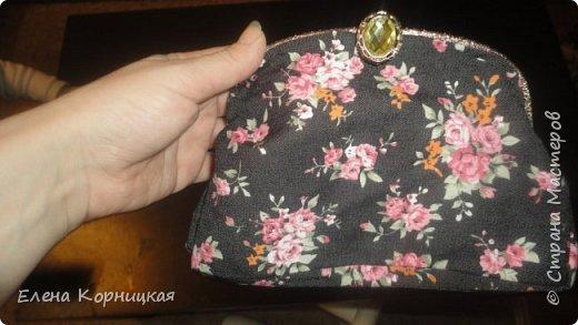 Эту сумочку я придумала для лета, когда у меня появилась лума. На ней связала цветочки, сшила сумочку и приделала ручку. фото 2