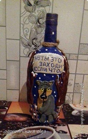 здравствуйте девчонки и мальчишки, а также мне любимая страна мастеров,....давно смотрела на мк Людмилы Горбенко такой декор бутылки ...и решилась сделать на день рождения мужу...вроде получилось муж довольный...вот мк http://stranamasterov.ru/node/723046 фото 2