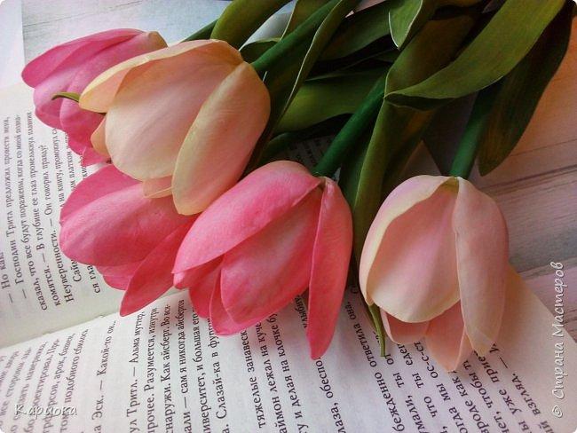 """"""" В моих снах цветы тают и распускается снег"""" ...  Мы все привыкли видеть тюльпаны весной, когда еще не сошел последний снег. Они как вестники весны очаровывают нас своей изящностью..   И сейчас, когда на улице холодная и слякотная осень, как никогда хочется весны, тепла и нежности) Так  почему бы  не подарить ее себе! фото 4"""
