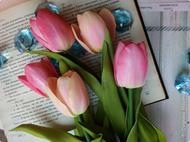 """"""" В моих снах цветы тают и распускается снег"""" ...  Мы все привыкли видеть тюльпаны весной, когда еще не сошел последний снег. Они как вестники весны очаровывают нас своей изящностью..   И сейчас, когда на улице холодная и слякотная осень, как никогда хочется весны, тепла и нежности) Так  почему бы  не подарить ее себе! фото 6"""