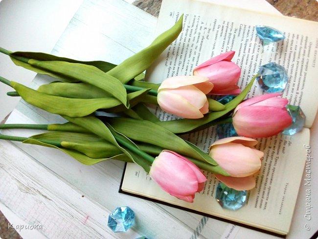 """"""" В моих снах цветы тают и распускается снег"""" ...  Мы все привыкли видеть тюльпаны весной, когда еще не сошел последний снег. Они как вестники весны очаровывают нас своей изящностью..   И сейчас, когда на улице холодная и слякотная осень, как никогда хочется весны, тепла и нежности) Так  почему бы  не подарить ее себе! фото 7"""
