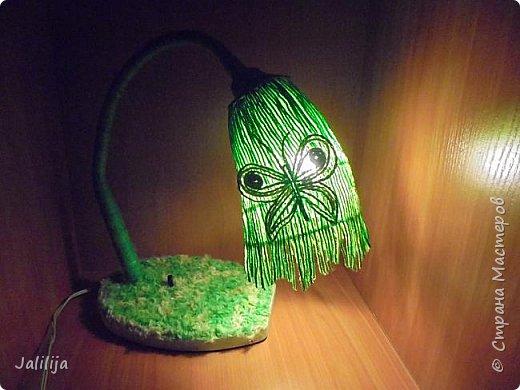 """Уважаемые мои гости, сегодня представляю вам лампу.Я ещё на стадии переезда из деревни в город, но когда есть свободная минута берусь за шпагат. А если честно, берусь за всё. Такую """"дежурную"""" настольную лампу хотела давно. Непременно зелёную. фото 14"""
