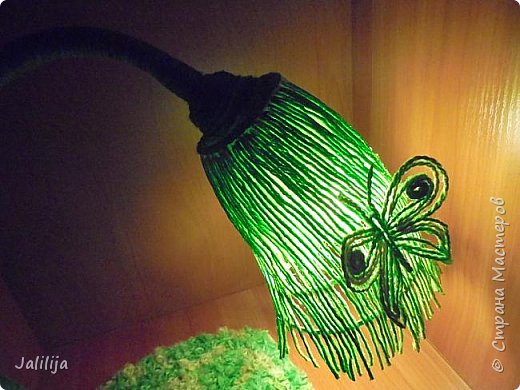"""Уважаемые мои гости, сегодня представляю вам лампу.Я ещё на стадии переезда из деревни в город, но когда есть свободная минута берусь за шпагат. А если честно, берусь за всё. Такую """"дежурную"""" настольную лампу хотела давно. Непременно зелёную. фото 16"""