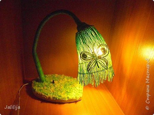 """Уважаемые мои гости, сегодня представляю вам лампу.Я ещё на стадии переезда из деревни в город, но когда есть свободная минута берусь за шпагат. А если честно, берусь за всё. Такую """"дежурную"""" настольную лампу хотела давно. Непременно зелёную. фото 17"""