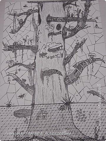 """Здравствуйте, все заглянувшие! Хочу поделиться радостью Богдана, который с данной работой вышел в финал конкурса художественного музея им. Радищева и занял 3 место. Мои юные художники выполняли свои работы 1-3 часа, т.е за одно-два занятия в студии.  Богдан работал один вечер. Тема была """"Таинственный лес"""", а работа называется """"Мировое дерево"""" , выполненное геливой ручкой в технике дудлинг."""