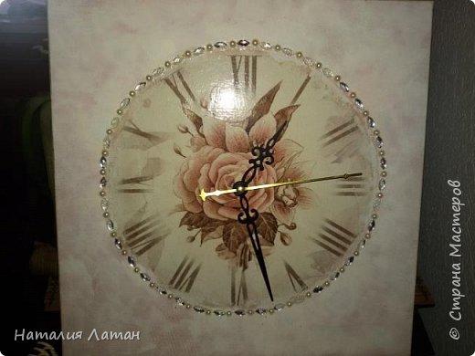 Добрый вечер Страна! Часы в комнату дочери под новый интерьер переделывала из старых стеклянных  икеевских часов, было зеленное стекло и черный циферблат, скучновато.. На этом фото циферблат не совпадает с фоном, посмотрим дальше фото 1