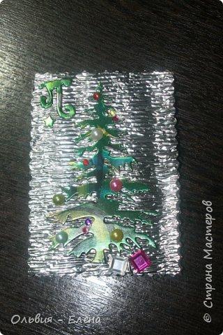 всем добрый день, вечер!!! я понимаю, что осень но у меня сегодня Новый год!!!!! несколько недель была задумка новогодней ёлочки, и наконец всё сложилось, так мне понравился перерыв между алмазной вышивкой, здорово, пока не стала фотографировать карточки, как я только не фотографировала, но карточки такие блестящие, ведь девочки прислали море камушек, вообщем передать их красоту я не смогла, как говориться кто выберет будет для него эта карточка как сюрприз фото 8