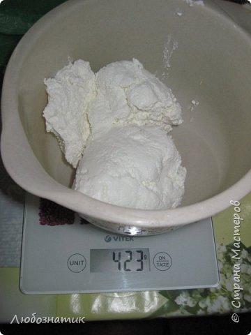 """Добрый вечер друзья и соседи! Сегодня я к вам снова с рецептом. На этот раз """"Королевская ватрушка""""  Рецепт проверен несколько раз - ВКУСНО!  Продукты:  Для теста:  200 г маргарина 1 стакан сахара 1 чайная ложка без верха разрыхлитель теста (или 0,5 ч. л.соды +1 ч. л. уксуса =гасить) соль по вкусу 5 яиц мука  Для начинки: (400 - 500) г творога 2 яйца 0,5 стакана сахара Любые свежие ягоды (смородина, клубника, малина и.т.д.) фото 13"""