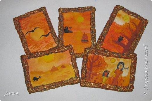 """Всем огромный приветик! Урааааааааааа, у меня каникулы начались, и я к вам с очередной серией АТС карточек """"Оранжево"""" называется.  Серия создалась благодаря моей любимой песенки """"Оранжевая песня"""". Вы знаете эту весёлую песню??? Послушайте как нибудь, сразу настроение поднимается!!!!!  Я должна АТС карточки мастерицам Элайджа https://stranamasterov.ru/user/399311 (за """"Бабочки""""), p_olya71 (Ольга) https://stranamasterov.ru/user/368861 (за """"Рыбки"""") Марии Соколовской https://stranamasterov.ru/user/346201 (за """"Гороскоп рыбы"""") и Мотюша  (Юлия) https://stranamasterov.ru/user/304978 (за """"Соловей мой"""") прошу их выбирать, если им понравиться. Если кому понравится серия, то могу сделать дополнительно, только не очень быстро получиться. Но пока я неделю дома сижу, думаю смогу :-)  Сохадзе Ирма (исполнитель) — «Оранжевая песня»  Автор текста (слов): Арканов А.  Композитор (музыка): Певзнер К.   Вот уже два дня подряд я сижу рисую Красок много у меня выбирай любую Я раскрашу целый свет В самый свой любимый цвет     фото 1"""