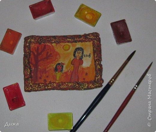 """Всем огромный приветик! Урааааааааааа, у меня каникулы начались, и я к вам с очередной серией АТС карточек """"Оранжево"""" называется.  Серия создалась благодаря моей любимой песенки """"Оранжевая песня"""". Вы знаете эту весёлую песню??? Послушайте как нибудь, сразу настроение поднимается!!!!!  Я должна АТС карточки мастерицам Элайджа https://stranamasterov.ru/user/399311 (за """"Бабочки""""), p_olya71 (Ольга) https://stranamasterov.ru/user/368861 (за """"Рыбки"""") Марии Соколовской https://stranamasterov.ru/user/346201 (за """"Гороскоп рыбы"""") и Мотюша  (Юлия) https://stranamasterov.ru/user/304978 (за """"Соловей мой"""") прошу их выбирать, если им понравиться. Если кому понравится серия, то могу сделать дополнительно, только не очень быстро получиться. Но пока я неделю дома сижу, думаю смогу :-)  Сохадзе Ирма (исполнитель) — «Оранжевая песня»  Автор текста (слов): Арканов А.  Композитор (музыка): Певзнер К.   Вот уже два дня подряд я сижу рисую Красок много у меня выбирай любую Я раскрашу целый свет В самый свой любимый цвет     фото 10"""