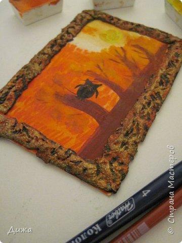 """Всем огромный приветик! Урааааааааааа, у меня каникулы начались, и я к вам с очередной серией АТС карточек """"Оранжево"""" называется.  Серия создалась благодаря моей любимой песенки """"Оранжевая песня"""". Вы знаете эту весёлую песню??? Послушайте как нибудь, сразу настроение поднимается!!!!!  Я должна АТС карточки мастерицам Элайджа http://stranamasterov.ru/user/399311 (за """"Бабочки""""), p_olya71 (Ольга) http://stranamasterov.ru/user/368861 (за """"Рыбки"""") Марии Соколовской http://stranamasterov.ru/user/346201 (за """"Гороскоп рыбы"""") и Мотюша  (Юлия) http://stranamasterov.ru/user/304978 (за """"Соловей мой"""") прошу их выбирать, если им понравиться. Если кому понравится серия, то могу сделать дополнительно, только не очень быстро получиться. Но пока я неделю дома сижу, думаю смогу :-)  Сохадзе Ирма (исполнитель) — «Оранжевая песня»  Автор текста (слов): Арканов А.  Композитор (музыка): Певзнер К.   Вот уже два дня подряд я сижу рисую Красок много у меня выбирай любую Я раскрашу целый свет В самый свой любимый цвет     фото 7"""