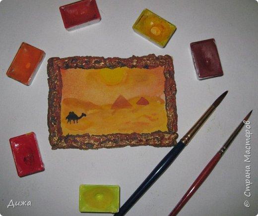"""Всем огромный приветик! Урааааааааааа, у меня каникулы начались, и я к вам с очередной серией АТС карточек """"Оранжево"""" называется.  Серия создалась благодаря моей любимой песенки """"Оранжевая песня"""". Вы знаете эту весёлую песню??? Послушайте как нибудь, сразу настроение поднимается!!!!!  Я должна АТС карточки мастерицам Элайджа https://stranamasterov.ru/user/399311 (за """"Бабочки""""), p_olya71 (Ольга) https://stranamasterov.ru/user/368861 (за """"Рыбки"""") Марии Соколовской https://stranamasterov.ru/user/346201 (за """"Гороскоп рыбы"""") и Мотюша  (Юлия) https://stranamasterov.ru/user/304978 (за """"Соловей мой"""") прошу их выбирать, если им понравиться. Если кому понравится серия, то могу сделать дополнительно, только не очень быстро получиться. Но пока я неделю дома сижу, думаю смогу :-)  Сохадзе Ирма (исполнитель) — «Оранжевая песня»  Автор текста (слов): Арканов А.  Композитор (музыка): Певзнер К.   Вот уже два дня подряд я сижу рисую Красок много у меня выбирай любую Я раскрашу целый свет В самый свой любимый цвет     фото 8"""