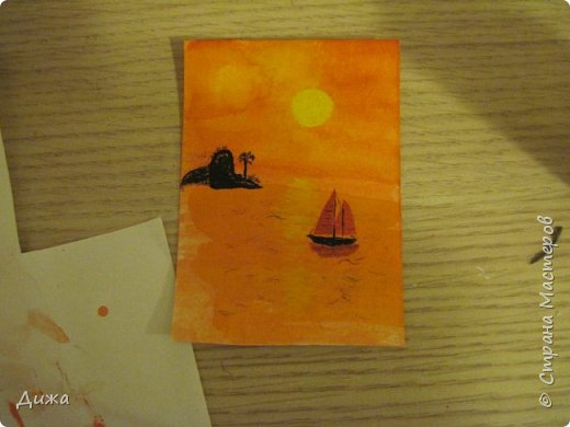 """Всем огромный приветик! Урааааааааааа, у меня каникулы начались, и я к вам с очередной серией АТС карточек """"Оранжево"""" называется.  Серия создалась благодаря моей любимой песенки """"Оранжевая песня"""". Вы знаете эту весёлую песню??? Послушайте как нибудь, сразу настроение поднимается!!!!!  Я должна АТС карточки мастерицам Элайджа http://stranamasterov.ru/user/399311 (за """"Бабочки""""), p_olya71 (Ольга) http://stranamasterov.ru/user/368861 (за """"Рыбки"""") Марии Соколовской http://stranamasterov.ru/user/346201 (за """"Гороскоп рыбы"""") и Мотюша  (Юлия) http://stranamasterov.ru/user/304978 (за """"Соловей мой"""") прошу их выбирать, если им понравиться. Если кому понравится серия, то могу сделать дополнительно, только не очень быстро получиться. Но пока я неделю дома сижу, думаю смогу :-)  Сохадзе Ирма (исполнитель) — «Оранжевая песня»  Автор текста (слов): Арканов А.  Композитор (музыка): Певзнер К.   Вот уже два дня подряд я сижу рисую Красок много у меня выбирай любую Я раскрашу целый свет В самый свой любимый цвет     фото 19"""