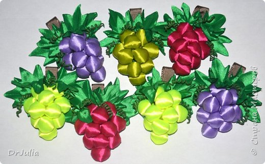 Вот так, в корзиночке, красовались осенние поделочки на конкурсе в садике.  В этом году, в продолжении прошлогодней темы листиков канзаши http://stranamasterov.ru/node/1054182, решила сделать что-то из атласных лент....  А тут такой чудесный виноград, да ещё с подробным МК от MARLENA-Hand Made  http://stranamasterov.ru/node/1112908?c=favorite_1724 фото 9