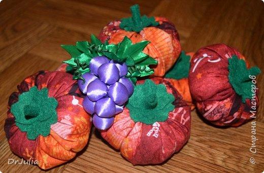 Вот так, в корзиночке, красовались осенние поделочки на конкурсе в садике.  В этом году, в продолжении прошлогодней темы листиков канзаши http://stranamasterov.ru/node/1054182, решила сделать что-то из атласных лент....  А тут такой чудесный виноград, да ещё с подробным МК от MARLENA-Hand Made  http://stranamasterov.ru/node/1112908?c=favorite_1724 фото 10