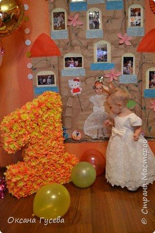 Первый день рождения у маленькой принцессы, так её все называют ласково с рождения! Ну а если принцесса, значит должен быть и замок! Так и родилась эта идея)  Рассказать и показать всем как мы росли и развивались этот год! фото 15