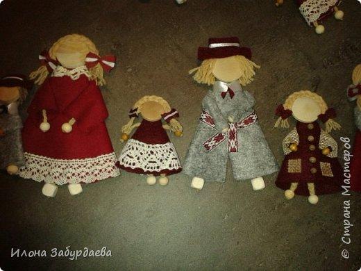 Куколки сувенирные, в национальном стиле и в цветах символики нашего техникума, на подарки иностранным гостям техникума, так как иностранные гости ценят именно ручную работу. Это малышки, которых можно пристегнуть к одежде или как брелок к сумке. фото 9