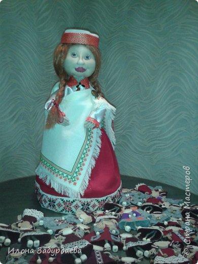 Куколки сувенирные, в национальном стиле и в цветах символики нашего техникума, на подарки иностранным гостям техникума, так как иностранные гости ценят именно ручную работу. Это малышки, которых можно пристегнуть к одежде или как брелок к сумке. фото 5
