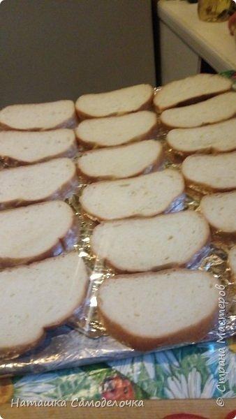 """Всем жителям привет!Приготовим горячие бутерброды,в нашей семье это блюдо называется """"та же пицца ,только в профиль)""""это очень вкусно и быстро. фото 2"""