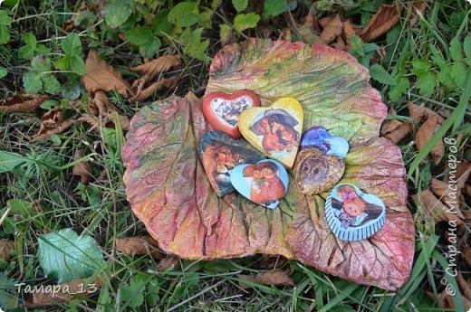 Этой осенью увлеклась гипсом. По мастер-классам Страны Мастеров научилась делать гипсовые слепки с живых листьев, аромокамни, круглые коробки на банках.Фото много, но, я думаю, они порадуют ваш глаз яркими красками осени. фото 9
