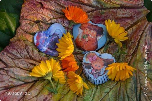 Этой осенью увлеклась гипсом. По мастер-классам Страны Мастеров научилась делать гипсовые слепки с живых листьев, аромокамни, круглые коробки на банках.Фото много, но, я думаю, они порадуют ваш глаз яркими красками осени. фото 10
