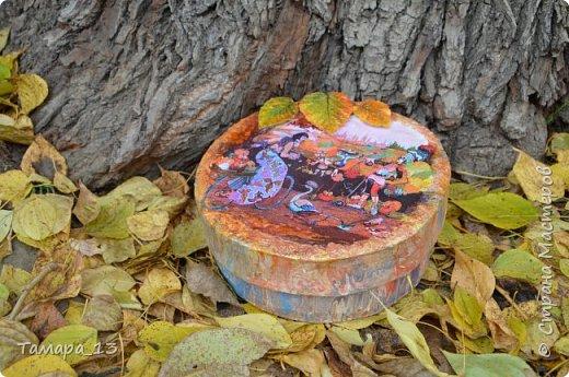 Этой осенью увлеклась гипсом. По мастер-классам Страны Мастеров научилась делать гипсовые слепки с живых листьев, аромокамни, круглые коробки на банках.Фото много, но, я думаю, они порадуют ваш глаз яркими красками осени. фото 12