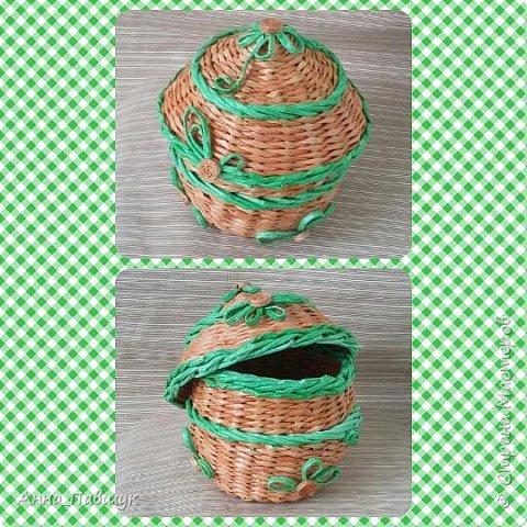 Когда я только познакомилась с плетением, крутила трубочки из офисной бумаги. Т.к. бумага плотная, то ширина полоски не большая, в результате плетения трубочки сплющиваются. Вот и плетеночки не очень получаются... Пока в закромах накопилось старых трубочек, а руки время от времени тянутся к ним, то плету из того, что есть... Тут просто смешала в кучу трубочки похожих оттенков и просто плела пока они не закончились ))) фото 9