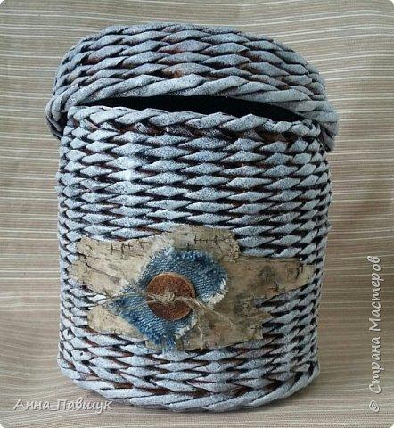 Когда я только познакомилась с плетением, крутила трубочки из офисной бумаги. Т.к. бумага плотная, то ширина полоски не большая, в результате плетения трубочки сплющиваются. Вот и плетеночки не очень получаются... Пока в закромах накопилось старых трубочек, а руки время от времени тянутся к ним, то плету из того, что есть... Тут просто смешала в кучу трубочки похожих оттенков и просто плела пока они не закончились ))) фото 4