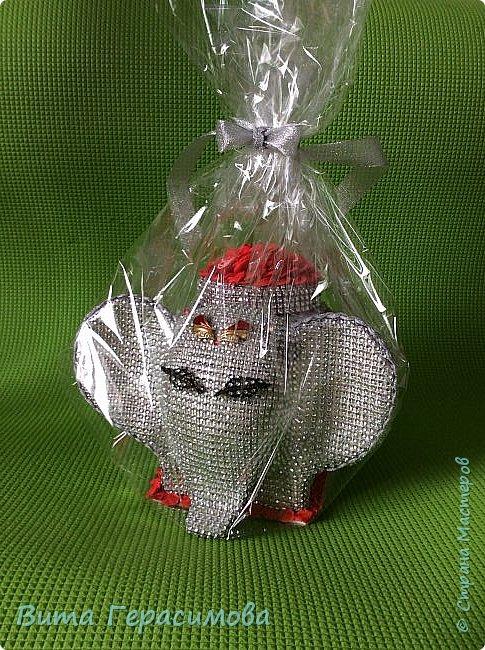 Вот такая слониха хранительница конфет  у меня получилась) фото 2