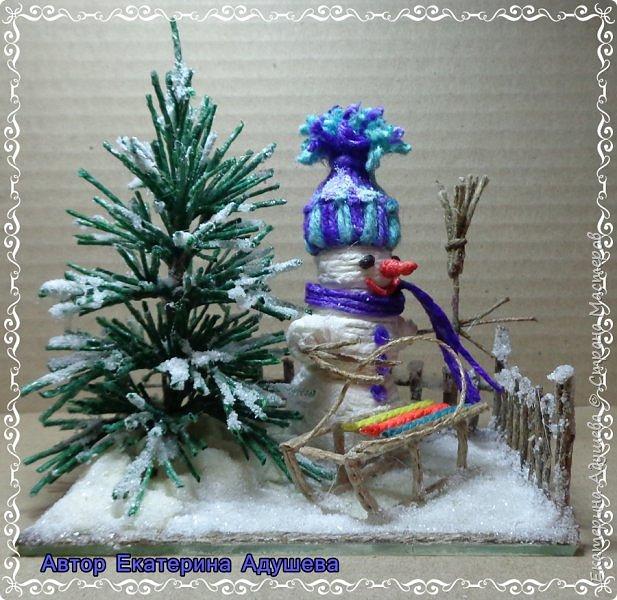 Скоро Новый год, конечно подарки и  веселье.  Настроение праздничное решила немного  обновить а точнее сделать то что не успела в том году к этой работе, это снеговик.  фото 1