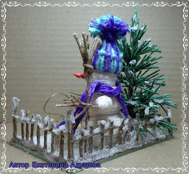 Скоро Новый год, конечно подарки и  веселье.  Настроение праздничное решила немного  обновить а точнее сделать то что не успела в том году к этой работе, это снеговик.  фото 2