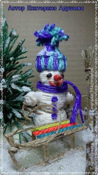 Скоро Новый год, конечно подарки и  веселье.  Настроение праздничное решила немного  обновить а точнее сделать то что не успела в том году к этой работе, это снеговик.  фото 5
