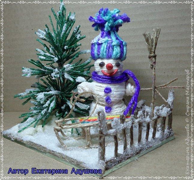 Скоро Новый год, конечно подарки и  веселье.  Настроение праздничное решила немного  обновить а точнее сделать то что не успела в том году к этой работе, это снеговик.  фото 3