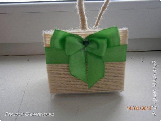 Крона сделана из салфеток зелённого и жёлтого цвета фото 4