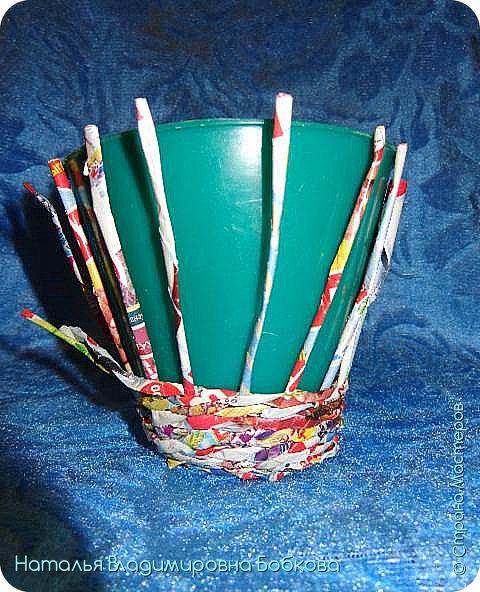 Мастер-класс по изготовлению корзиночки из бумажных трубочек. фото 13