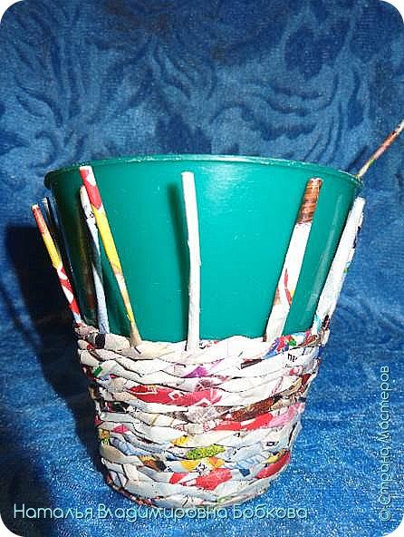 Мастер-класс по изготовлению корзиночки из бумажных трубочек. фото 14